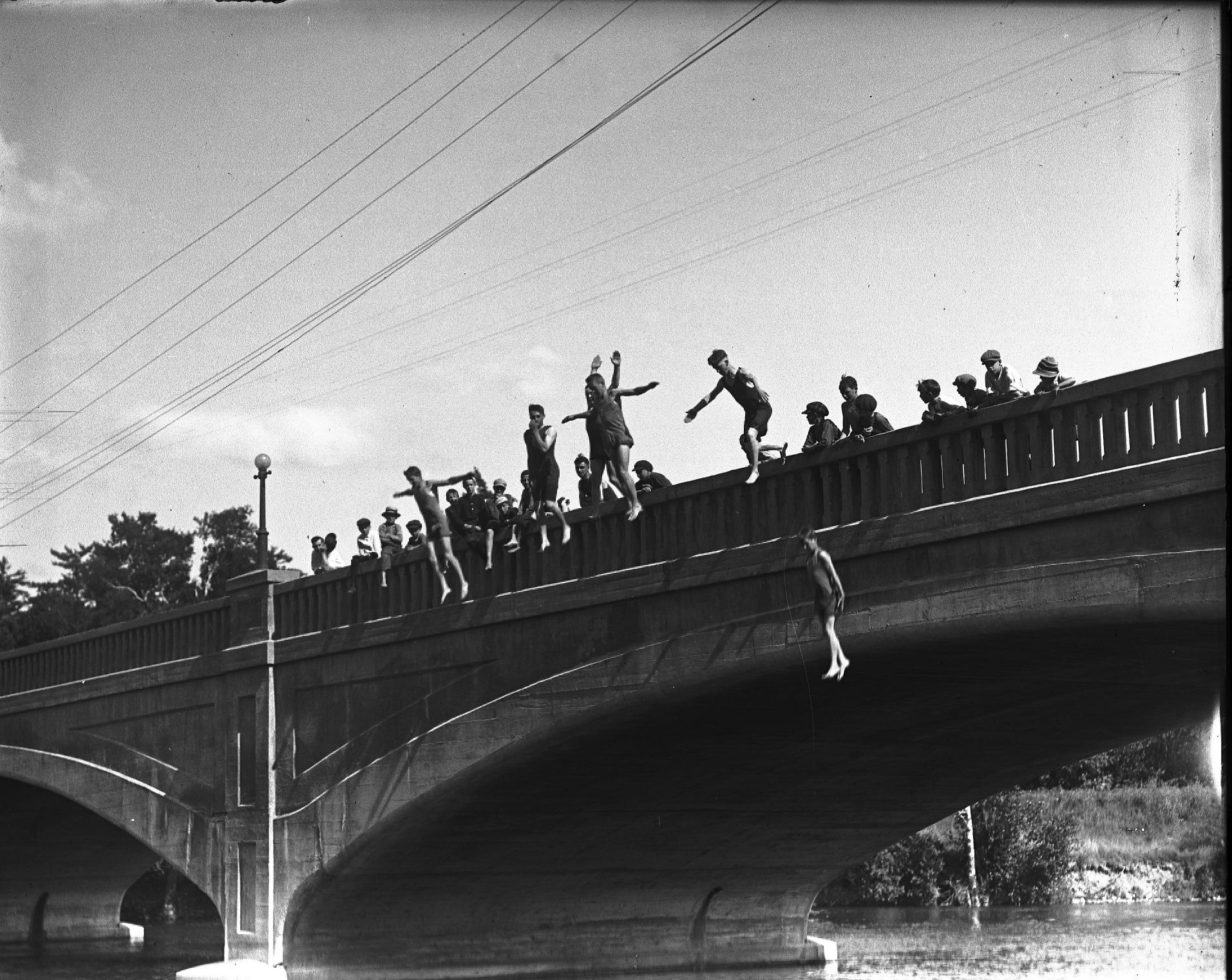 Boys jumping off Inverlea Bridge 1930s-40s Photo credit: Peterborough Museum and Archives